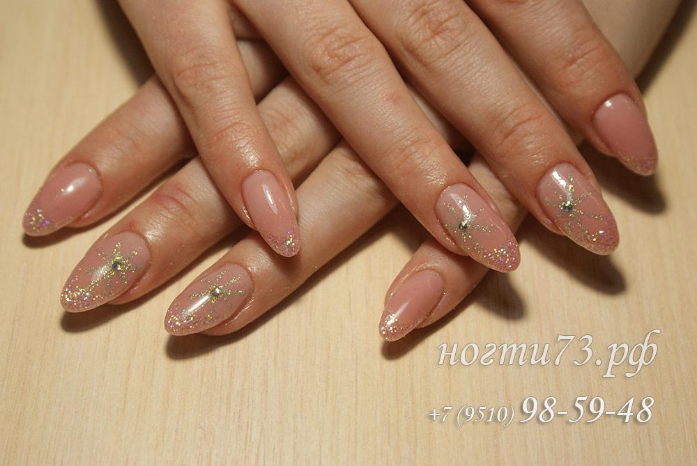 Дизайн овальных ногтей с блестками